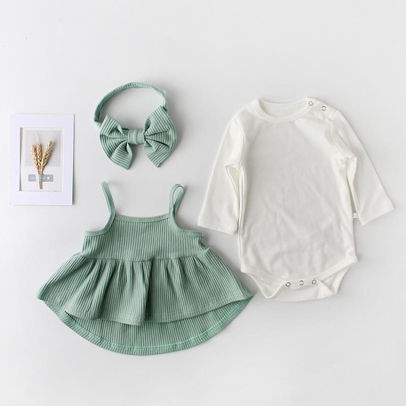 新生児の服百日の宴の赤ちゃんは純綿の王女の連体の服の女性の赤ちゃんを詰めて屁の服の春の三角のハッカーを包みます