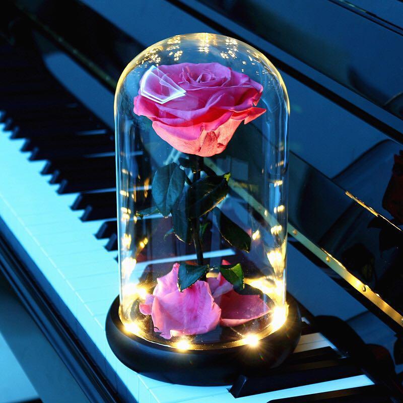 枯れないバラの花は永遠に花の贈り物箱の干し花を使います。誕生日に彼女の妻にバレンタインデーのプレゼントをあげます。