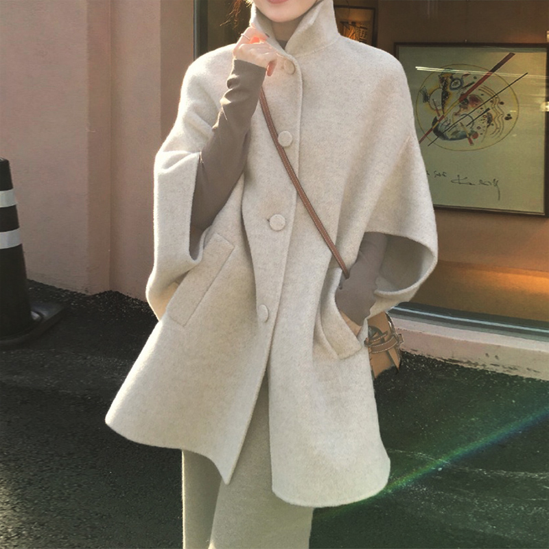 New double sided cashmere stand collar woolen coat in autumn / winter 2019 looks thin, fashionable and loose cape coat for women