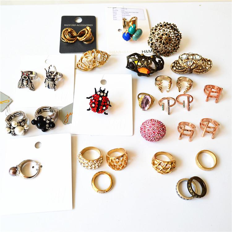 韓国で人気のあるアクセサリー、流行の新作宝石、昆虫、復古民族風の爆発指輪、女性の様々な装飾があります。