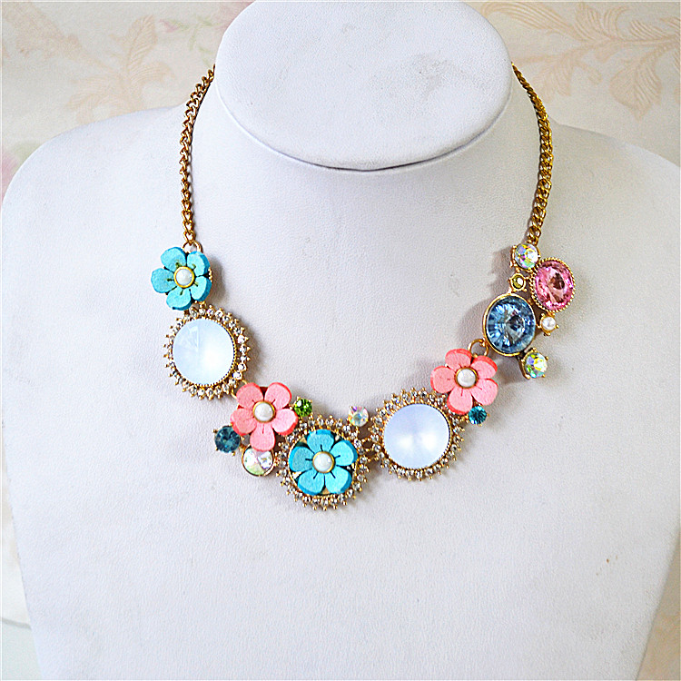 Japan and South Korea foreign trade jewelry exaggeration exquisite temperament versatile flower gem popular new fashion necklace clavicle chain female