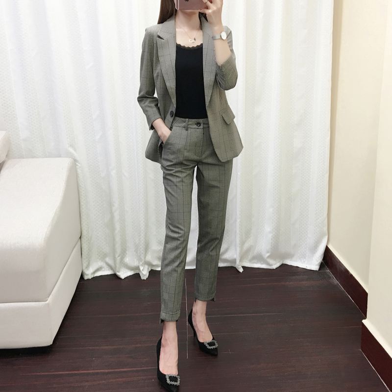 2020 new Blazer Jacket Womens Korean early autumn leisure fashion temperament short plaid suit two piece suit