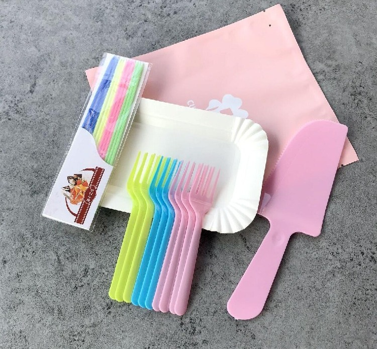 Thickened four in one birthday cake tableware set disposable cake knife fork plate set combination disposable tableware
