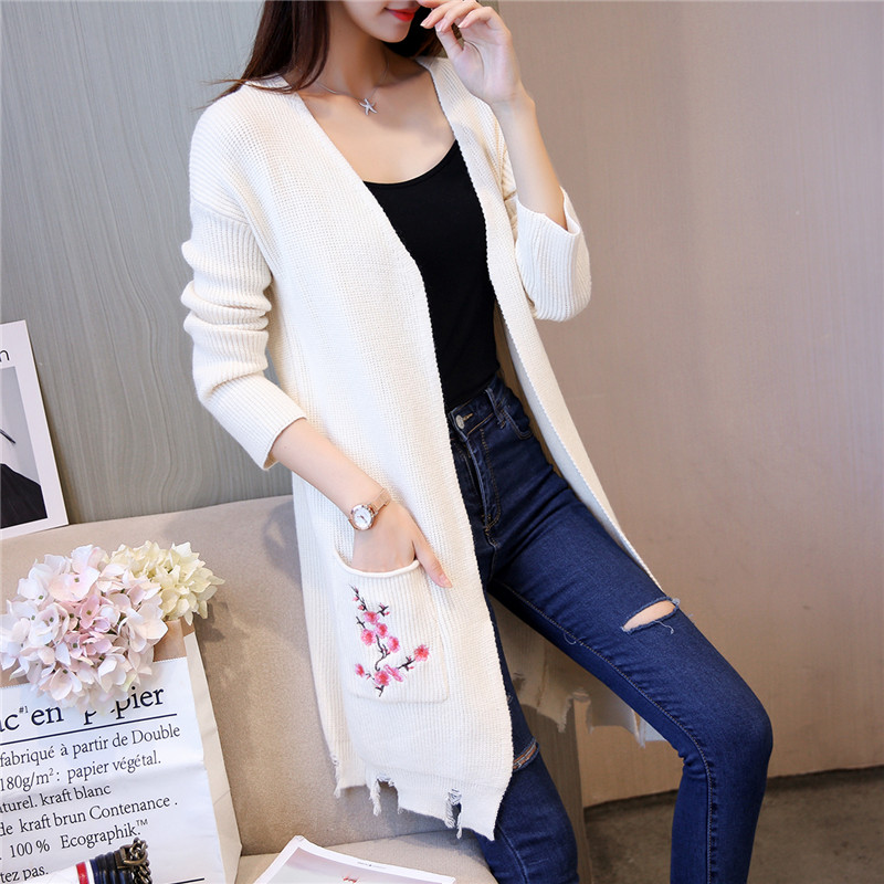Autumn and winter 2017 new womens clothing Korean straight tube medium length embroidered pocket knitted cardigan coat