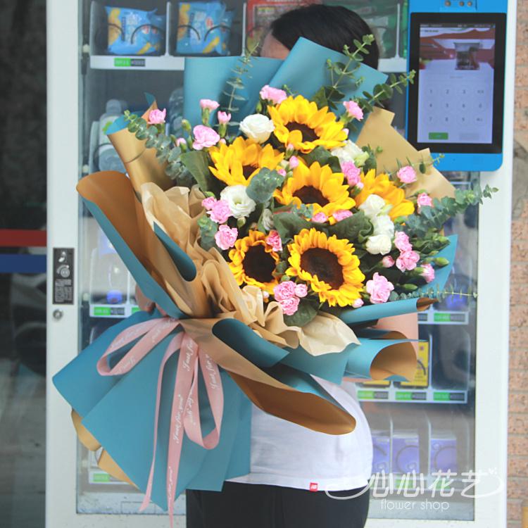 ひまわりのひな菊のミニ韓国式の花束重慶生花店の同城は速く花の母の日の教師の日に重慶を送ります。