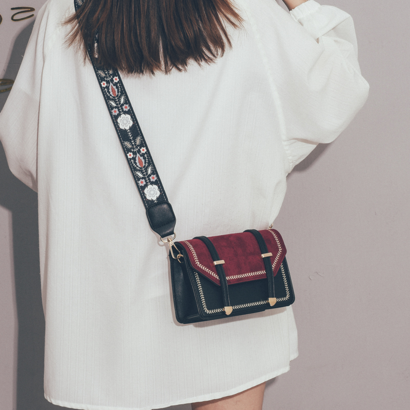 法国小众高级感女包包新款2021韩版百搭斜挎包chic时尚简约小方包