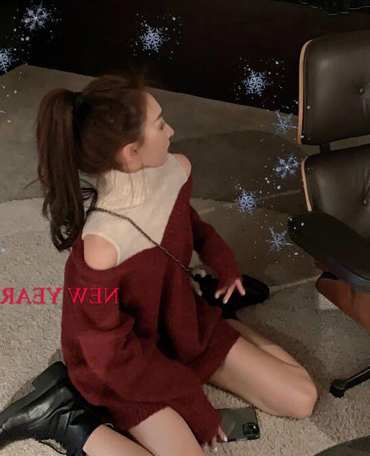 圣诞红色假两件露肩高领毛衣女秋冬中长款洋气性感针织衫漏肩上衣
