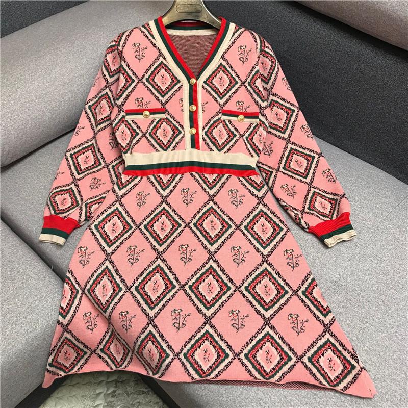 法式复古菱格提花V领针织裙2020春季新款收腰显瘦条纹拼色连衣裙