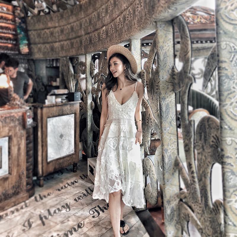11-12新券海边沙滩裙2019新款白色仙女露背V领高腰吊带镂空重工蕾丝连衣裙
