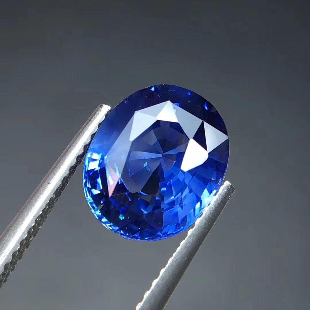 4.02克拉天然无烧斯里兰卡皇家蓝宝石裸石戒面椭圆形台面大满火彩