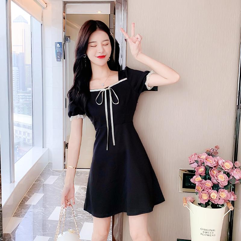 实拍~2021新款甜美泡泡袖黑色方领连衣裙收腰显瘦气质小黑裙女夏