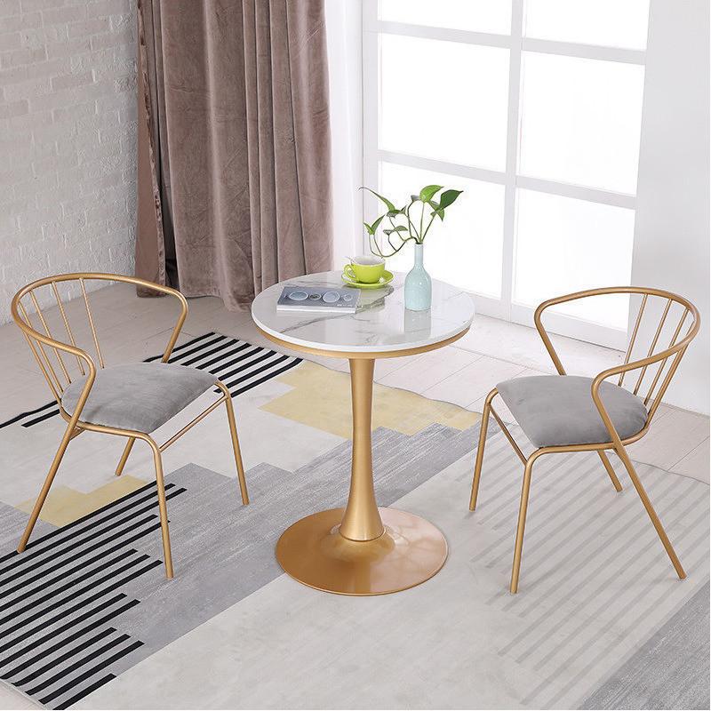 北欧の簡単なベランダの小さいお茶の何大理石のミルクティーの店の屋外のレジャーのテーブルと椅子の組合せの鉄芸のコーヒーホールの円卓