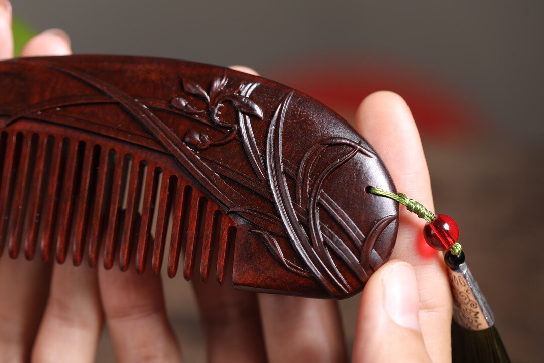 Youlan wood comb rhinoceros horn red sandalwood massage scalp health beauty comb send girlfriend make-up comb 520 gift marriage