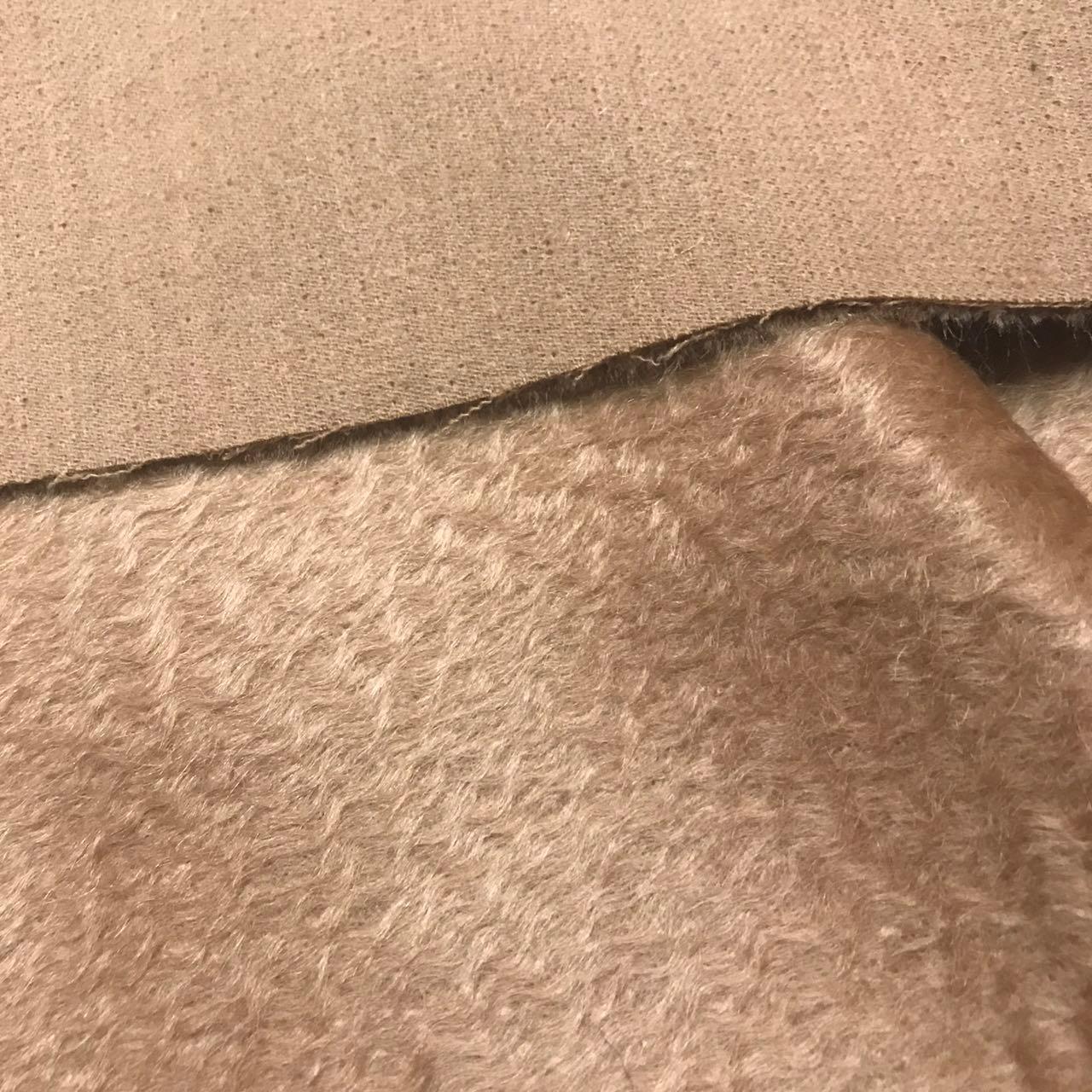 大きいブランドの駱駝色の長毛水の波紋の両面に厚くて高級なカシミヤのコートの布地の毛に沿ってきめ細かいファッションの布地を整えます。
