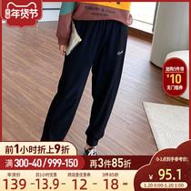 采多宝大码女装胖mm2020年秋冬装新款字母刺绣松紧腰运动裤