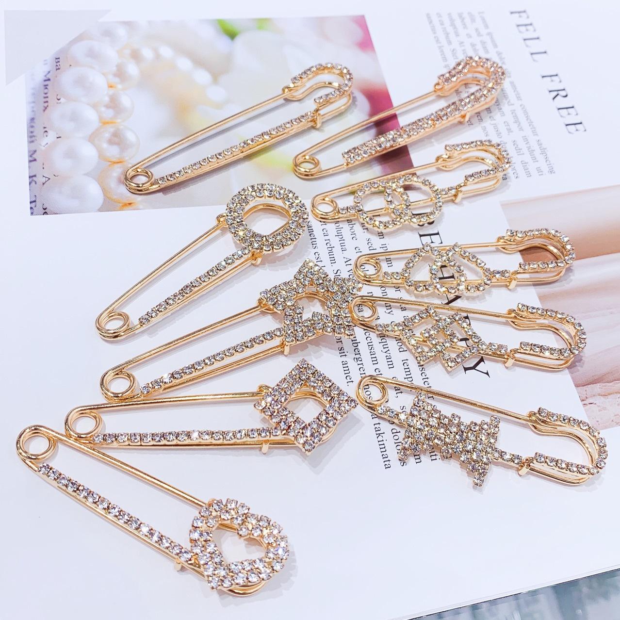 Fresh Rhinestone Brooch womens anti light buckle cardigan small pin alloy love Brooch dress gem accessories inlay