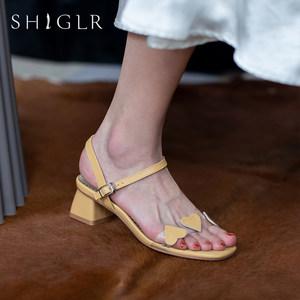 夏季心形一字带露趾凉鞋2020年新款中跟酒红色真皮粗跟仙女风女鞋