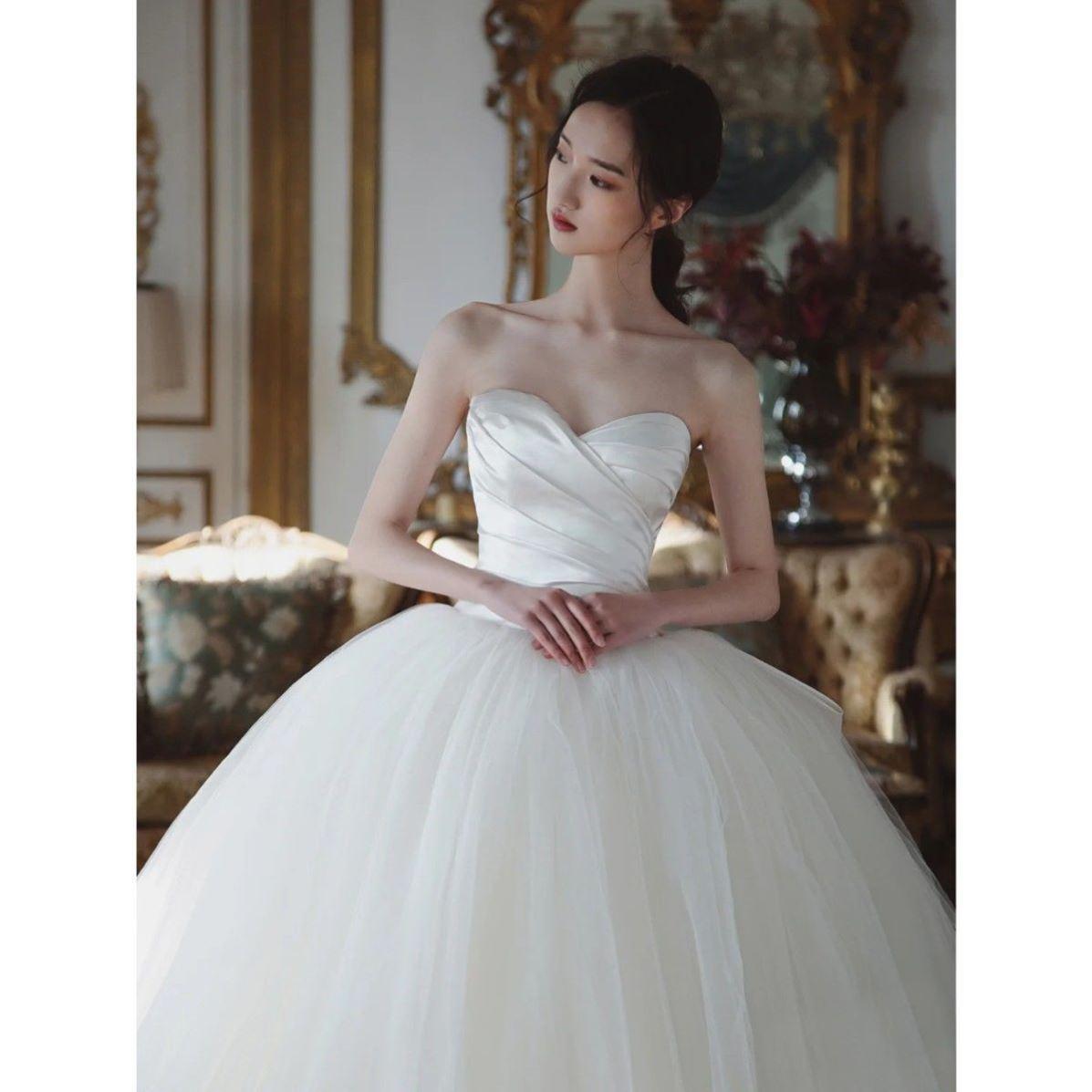 2021新款缎面抹胸主婚纱简约齐地显瘦赫本风韩式蝴蝶结法式轻纱