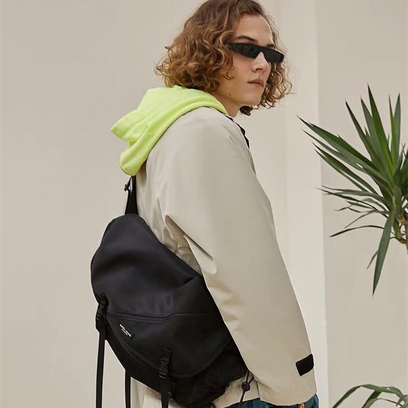 个性街头斜挎包男青年机能潮牌单肩包工装包邮差包 ins女学生书包