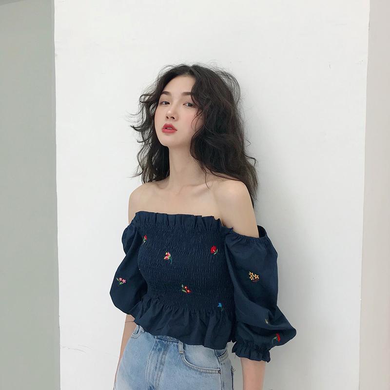 2020夏季新款度假风chic短款修身性感刺绣一字领露肩抹胸上衣女潮图片