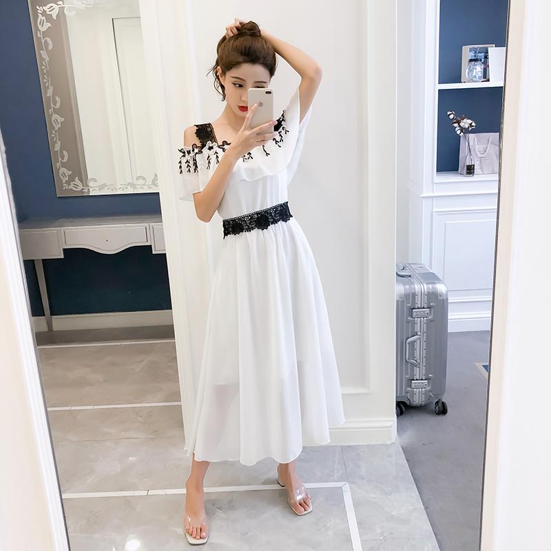 七七之缘2018夏季新品女装 白色拼接黑色蕾丝肩带露肩长裙连衣裙