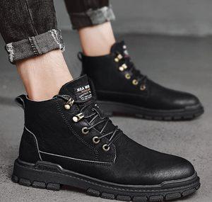 香港马丁靴男英伦风高帮男士靴子韩版潮流中帮工装皮靴雪地靴男鞋