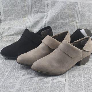 2021新款秋季英伦女生单鞋尖头粗跟百搭大码女鞋两穿套脚中跟平底