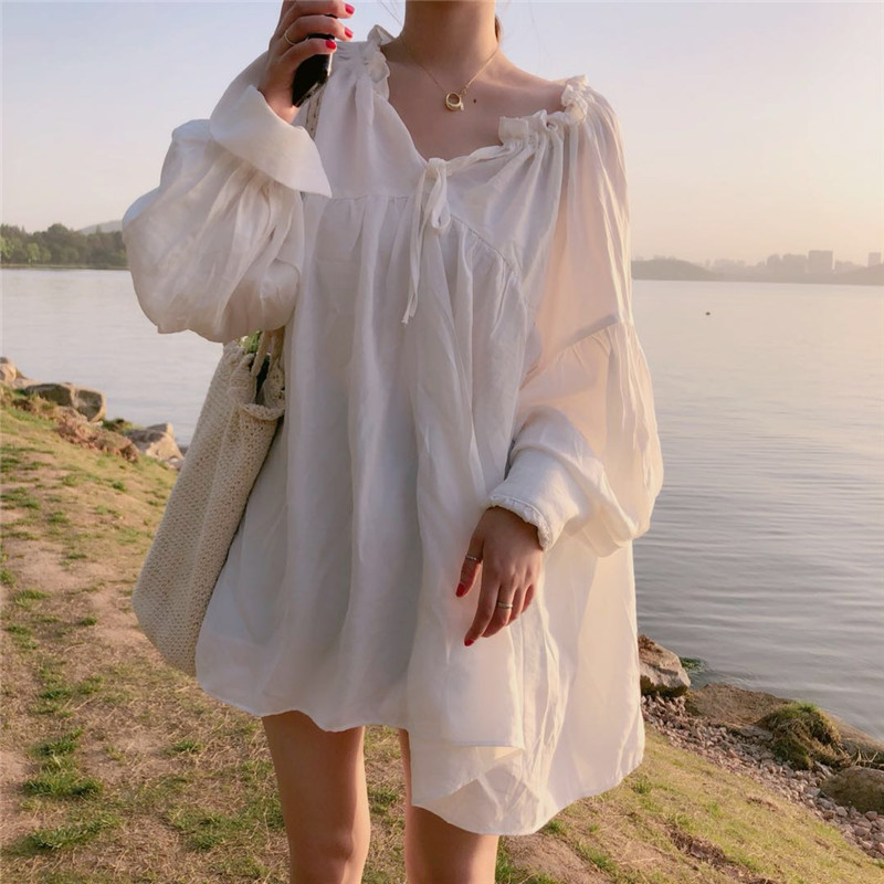 韩版秋超仙V领漏锁骨心机设计感蓬蓬下摆灯笼袖娃娃衬衫裙上衣女