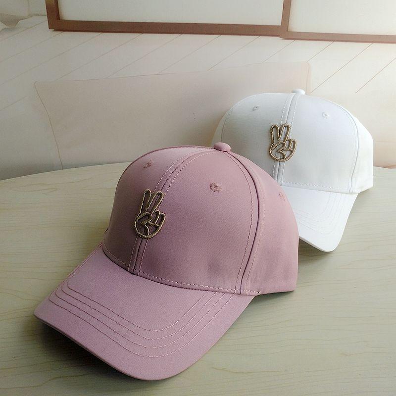 帽子女时尚春夏鸭舌帽可爱剪刀手刺绣逛街休闲棒球帽卫衣搭配帽子