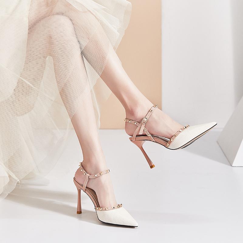 卡卡妮亚夏季一字扣带铆钉高跟鞋2020新款百搭尖头包头凉鞋女细跟图片