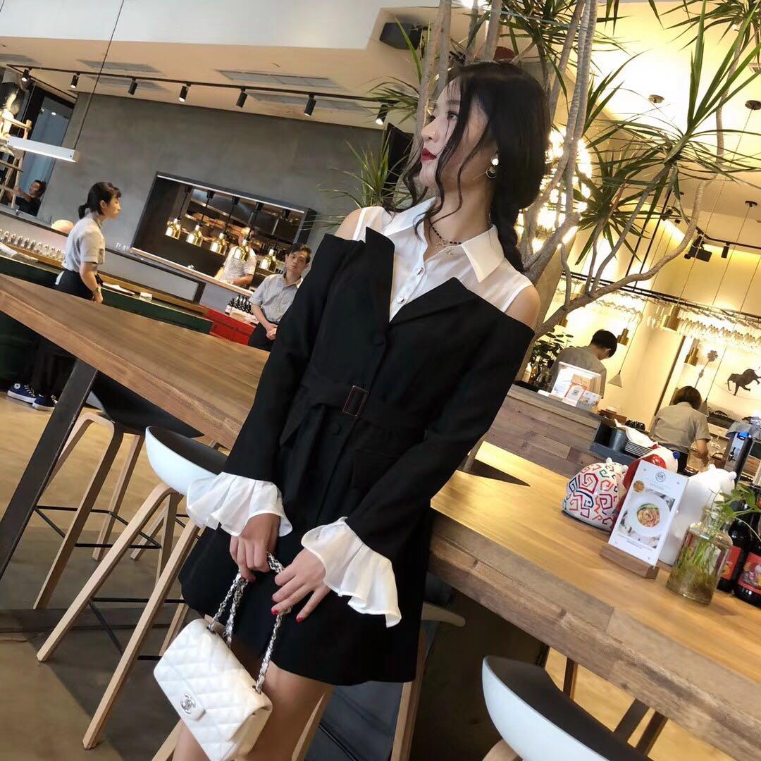 九小姐定制2018秋季新品露肩收腰Ol喇叭袖翻领拼接气质外套连衣裙