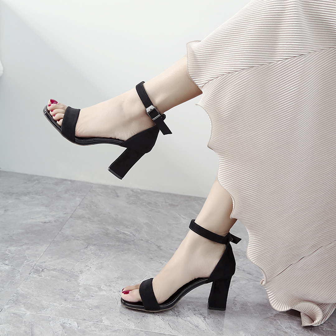 一字扣带粗跟2021年新款夏季风凉鞋