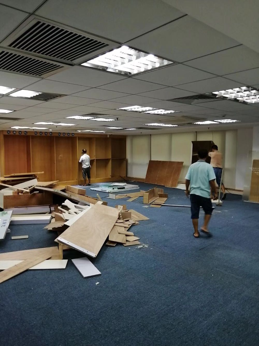 広州の内装会社の中古の部屋をリニューアルして、別荘事務室の店舗の建物を改造しました。