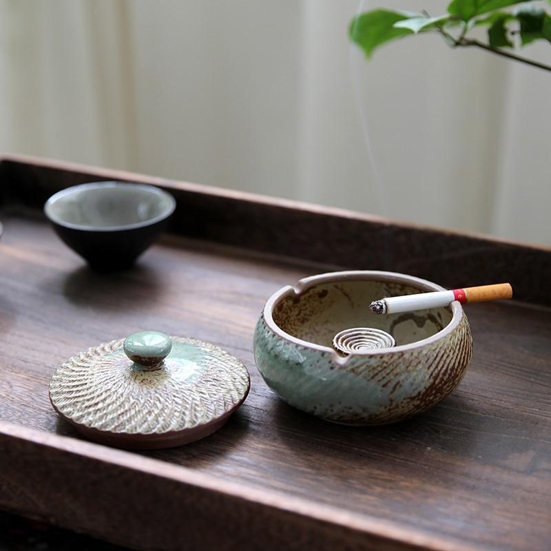 老公精致盖子个性陶瓷烟灰缸精品寝室创意茶几洗手间紫砂男朋友