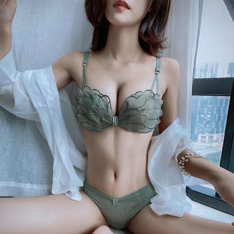 维多利亚维密内衣女小胸聚拢无钢圈薄款性感无肩带文胸罩内裤套装