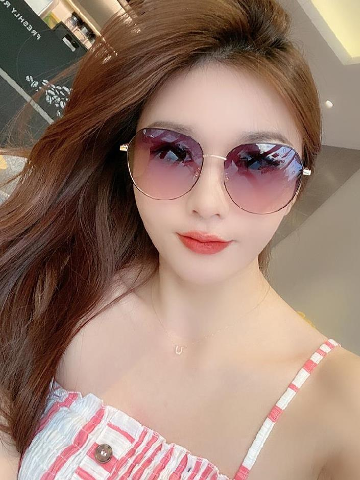 Generous trendy women riding Sunglasses fashionable cycling trendy Sunglasses atmosphere versatile high-end sunglasses women thickened