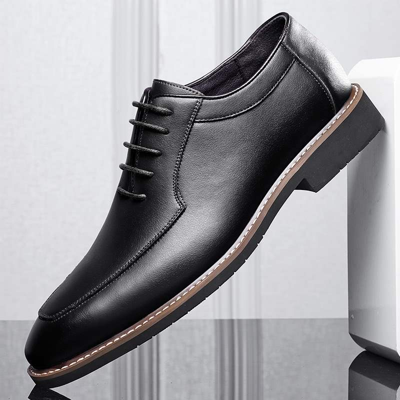 Bridegrooms wedding dress shoes British mens engagement business shoes young man with suit best man Derby shoes