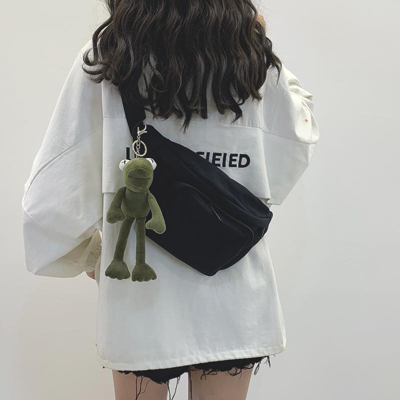 网红小包包女2020新款暗黑风帆布胸包日系腰包女潮百搭ins斜挎包