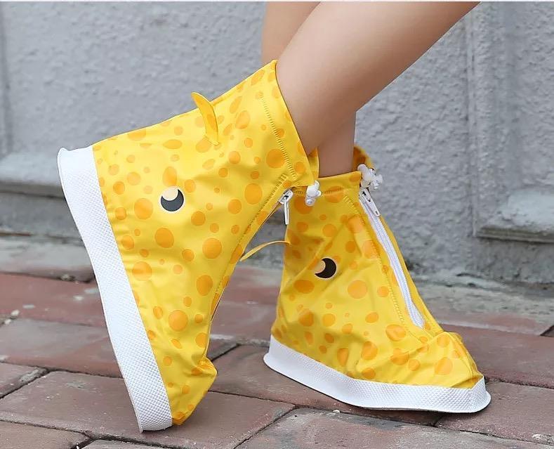 雨天儿童雨鞋套男女童加厚耐磨防滑防水脚套卡通防沙小孩学生鞋套
