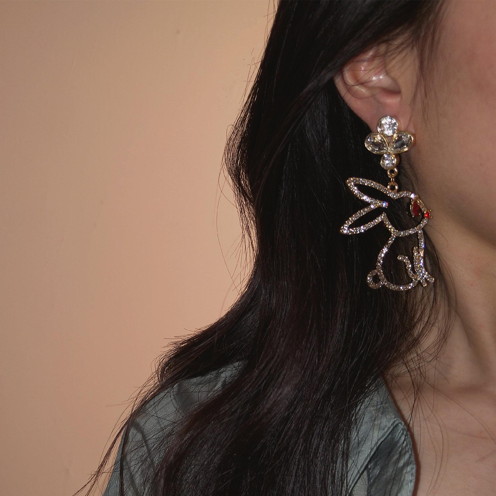 韩国设计感立体镂空宝石水环女网红同款银针耳夹钻萌兔耳钉个性长