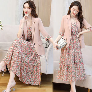 2021夏秋季新款韩版气质碎花吊带连衣裙子两件套减龄小西装套装女