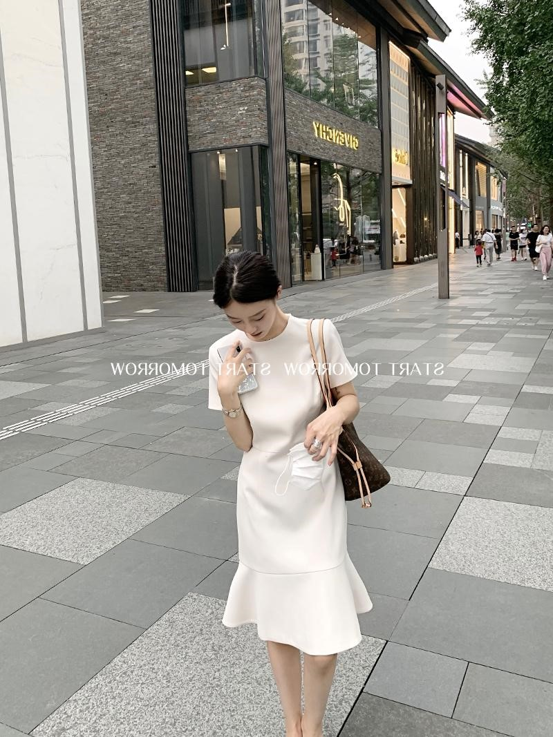 2021新款法式小香风气质收腰显瘦高端短袖鱼尾荷叶边连衣裙子女夏