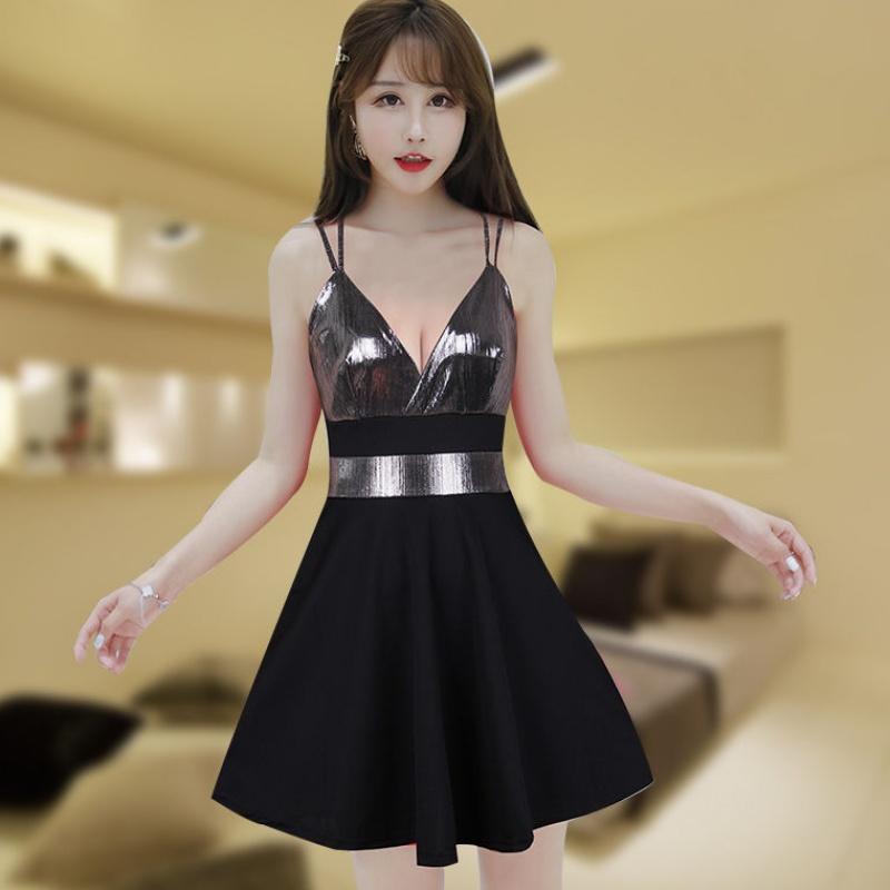 热销3件需要用券夜店性感连衣裙大码收腰显瘦亮皮拼接吊带A字裙2019新款KTV时尚。
