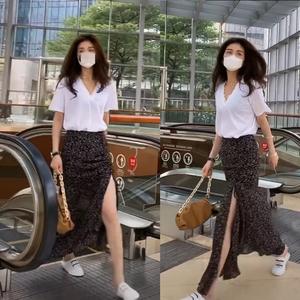 抖音 朴夫人服饰白色V领短袖T恤高腰抽绳开叉碎花裙鱼尾裙半身裙