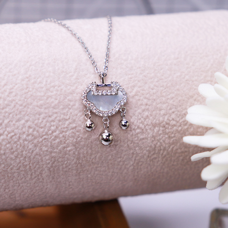 Fashion of minority design mother of Pearl long life lock pure silver necklace
