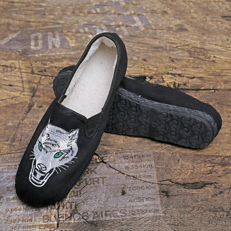 青年男士春秋加绒平底平跟绣花男式低帮单鞋舒适透气吸汗布鞋子