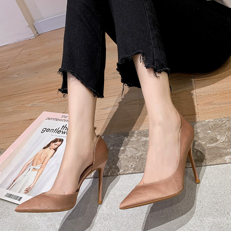 2021 new silk satin French girls side hollow pointy shoes