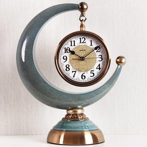 月牙钟表摆件客厅欧式简约现代座钟复古时尚个性创意台式时钟静音