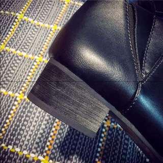 春秋新款简约尖头复古女鞋低跟时尚小皮鞋大码平底短靴单33 41 42