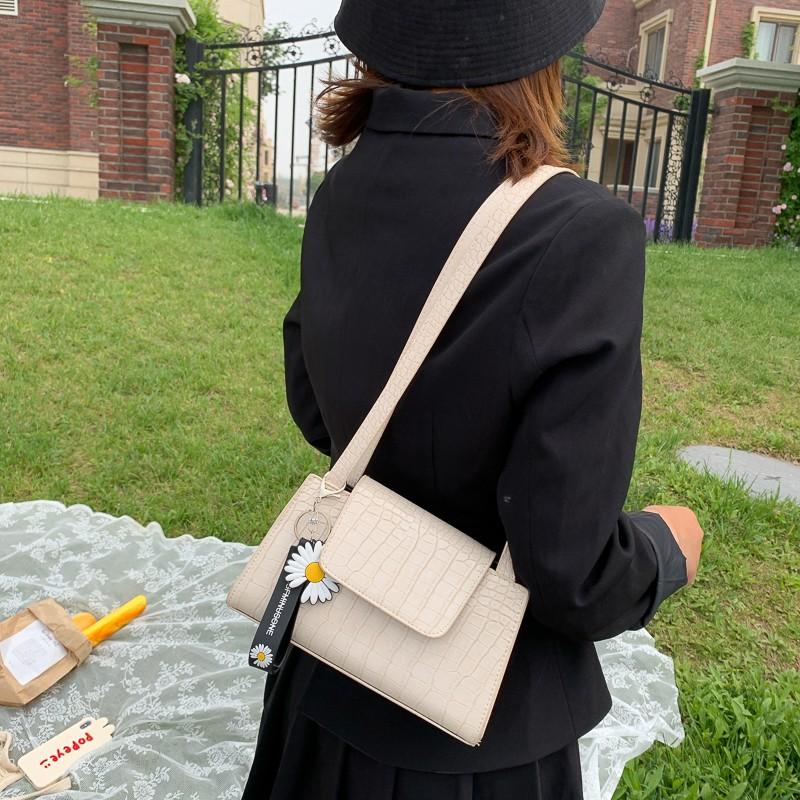 中國代購|中國批發-ibuy99|女包|流行小包包2020新款潮网红时尚腋下包法棍包奶茶色女包单肩手提包
